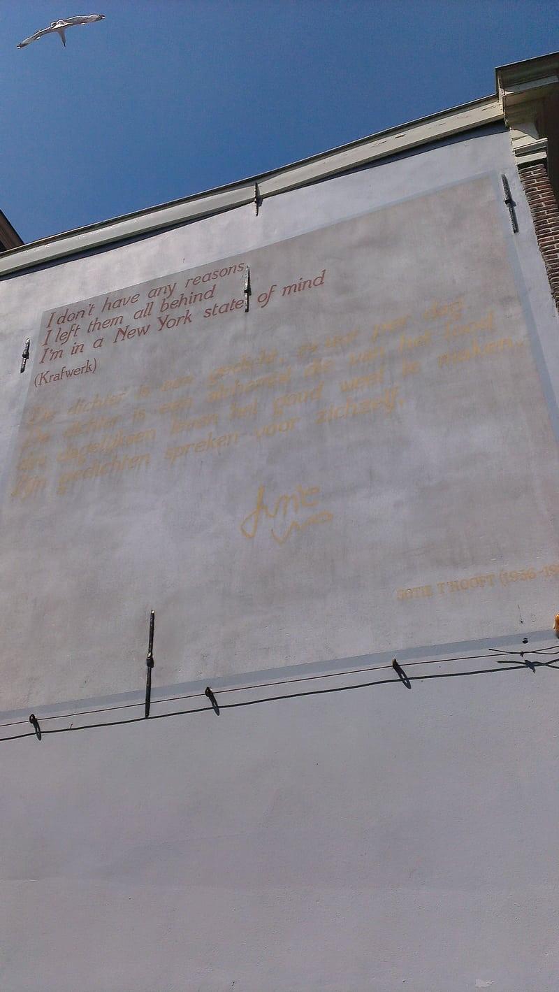 De dichter is een gedicht (Jotie T'Hooft) (2)